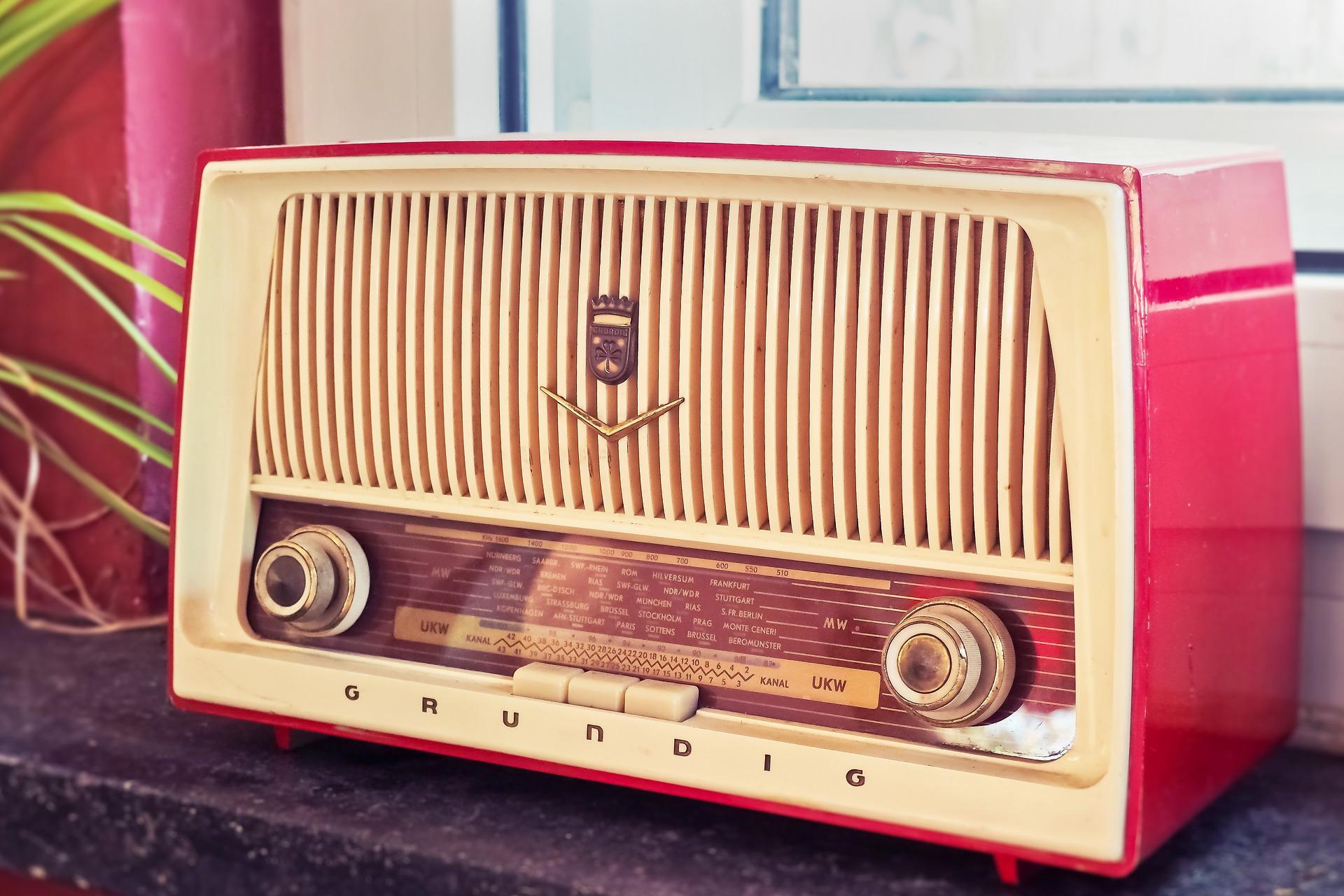 radio-3623299_1920