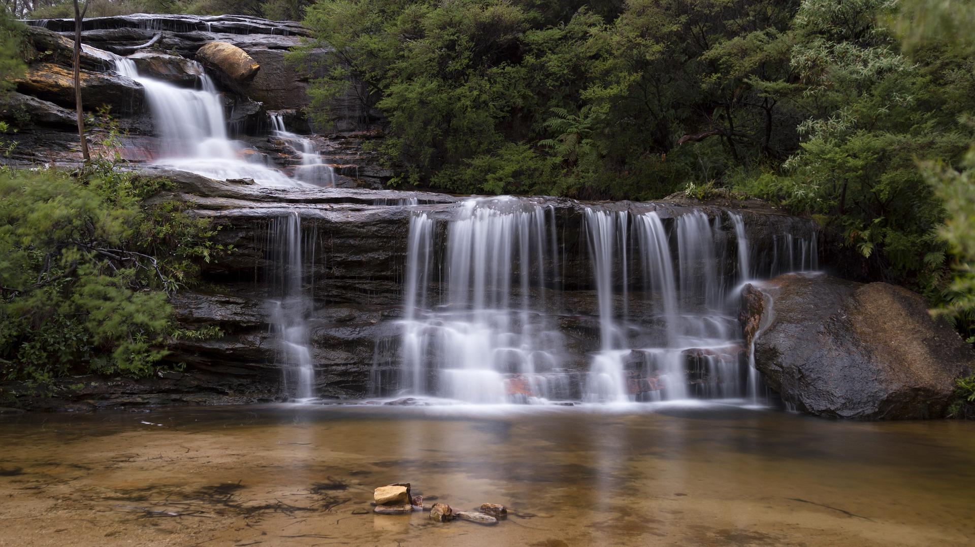 waterfall-1373183_1920